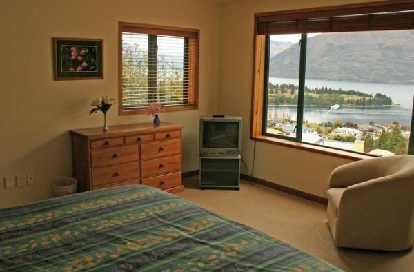 Queenstown Holiday Home Rental - 7 Bedroom, 7.0 Bath, Sleeps 14