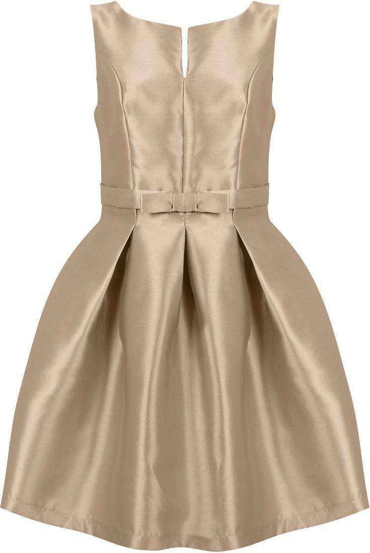 Dostępne różne rozmiary – niezwykle elegancka sukienka w pięknym beżowym kolorze – mocno rozkloszowany fason, dodaje dziewczęcości i wyjątkowej gracji – śliczna kokardka, podkreśla talię – sukienka z mięsistego, dość sztywnego materiału – utrzymuje rozkloszowany fason – sukienka stworzona dla kobiet o pełniejszych biodrach – ciekawy dekolt z kuszącym rozcięciem – sukienka na szerszych ramiączkach