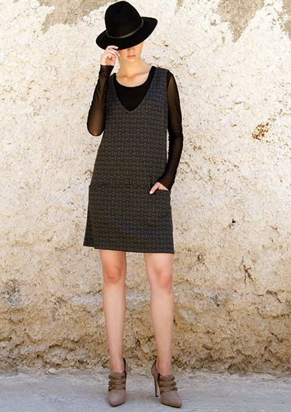 When simplicity meets elegance composes this sleeveless jacquard with V neck dress and horizontal front pockets that gives you the air of contemporary art