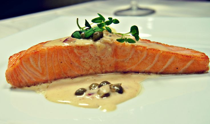 Salmon with capers in white wine.