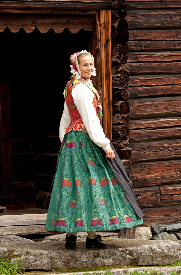 The wool damask skirt has a flower pattern and while the apron in the picture is made of black silk, a light printed cotton apron could also be used.