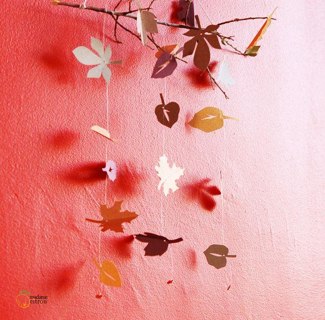 Mobile automne feuilles mortes