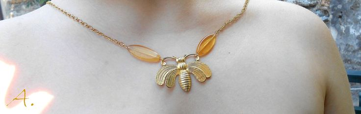 Necklace Bee. Glass, gold metal