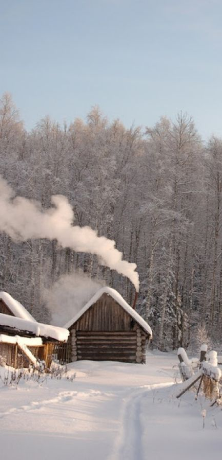 Log cabin in the village of Dubcy between Saint Petersburg and Moscow, Russia • photo: Alexander Sinyavin on 500px