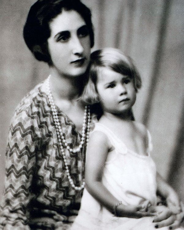 Rosario Silva and Her Daughter Cayetana ; the duke's young wife had already been dead for two years. As recounted in Yo, Cayetana (Espasa Calpe), the memoir of the couple's only child, Cayetana Fitz-James Stuart, the current Duchess of Alba, Totó Alba succumbed to tuberculosis on January 11, 1934, at the age of 33. Though her final years were spent in and out of Swiss sanatoriums, she breathed her last at Palacio de Liria, one hopes within the fantastical suite that Rateau had conceived for…