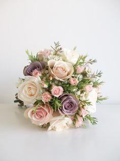 Ungewöhnlich: mit Rosmarin. Verhältnis Blumen zu grün sehr schön!