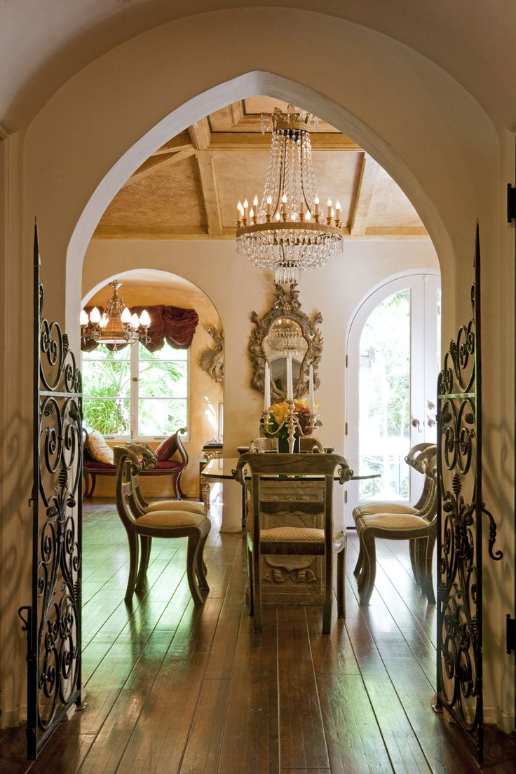 Gore Vidal Residence - Dining Room.        Noah Webb   Architecture Photography
