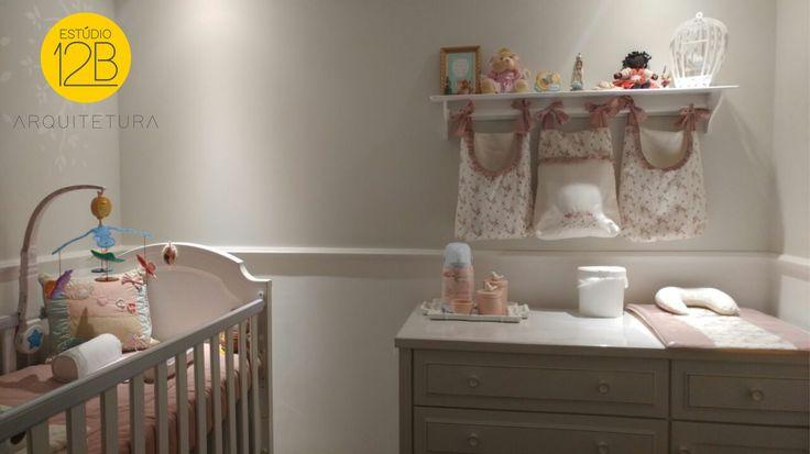Quarto da pequena Malu: ambiente carinhosamente decorado a pedido de pais a espera da primeira filha. O objetivo do casal era criar um quarto que atendesse as necessidades de um recém-nascido, mas que com pequenas alterações pudesse acompanhar o crescimento da Malu até os seis anos de idade.