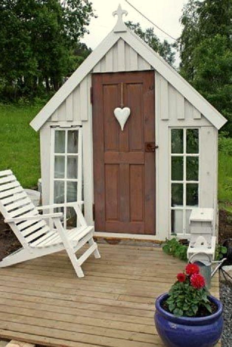 Les 714 meilleures images propos de la cabane au fond du jardin sur pinterest jardins - Construire cabane jardin tours ...