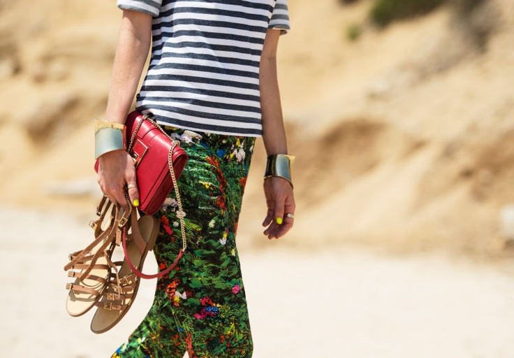 Beach look: mixing a striped sweater with a digital-floral-printed pants is very unusual yet elegant. View the pants http://store-it.pennyblack.com/en/online-prod/trousers/lidia_2131243003 #pants #floral #prints #pennyblack #trouser