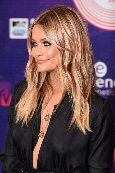 Laura Whitmore Long Wavy Cut WANT THIS HAIR SOO BAD