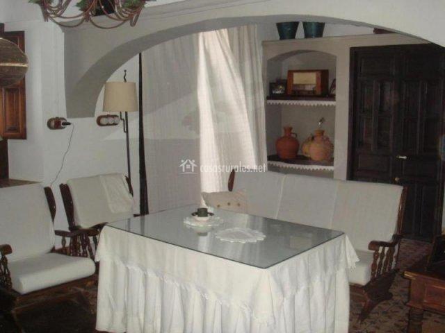 mesa camilla rectangular con faldones