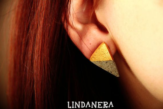 LINDANERA, a contemporary italian brand, realizes concrete jewelry made entirely by hand in an industrial and architectural style. This is a TRIANGLE concrete earrings with 23 carats GOLD. See my online shop:  https://www.etsy.com/it/listing/280492440/orecchini-triangolari-in-cemento-con-oro?ref=shop_home_active_18