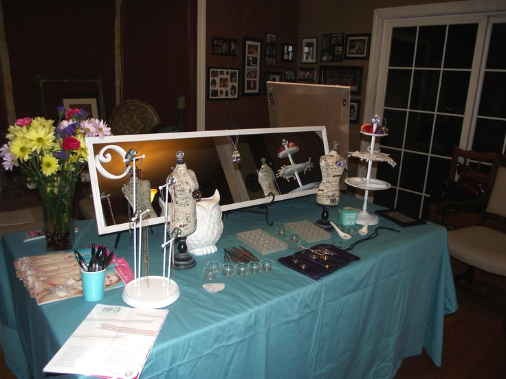 Here's my Jewelry Bar I'll bring to your house so we can play with the lockets until you find what's exactly right for you!