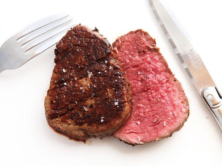 Anova-Steak-Guide-Sous-Vide-Photos42-split-tenderloin-with-knife.jpg