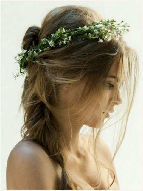 Till bröllop, så vackert!Babies Breath, Hairstyles, Messy Hair, Flower Crowns, Beautiful, Wedding Hairs, Baby Breath, Hair Style, Floral Crowns