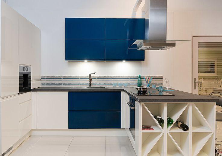 Studio Asan Dzierżoniów KUCHNIA W GRANACIE-Granat jest dosyć nietypowym kolorem w kuchni ale prezentuje się pięknie