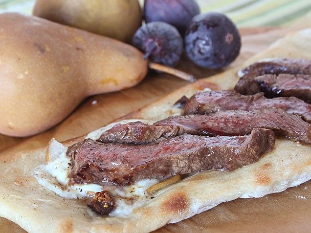 Steak Flatbreads with Figs, Pears, and Fontina CheeseRomantic Dinner Recipes, Romantic Dinners, Fontina Cheese, Figs Pears, Pears Recipe, Steak Flatbread, Dinner Ideas, Mouthwatering Pears, Flatbread Recipe