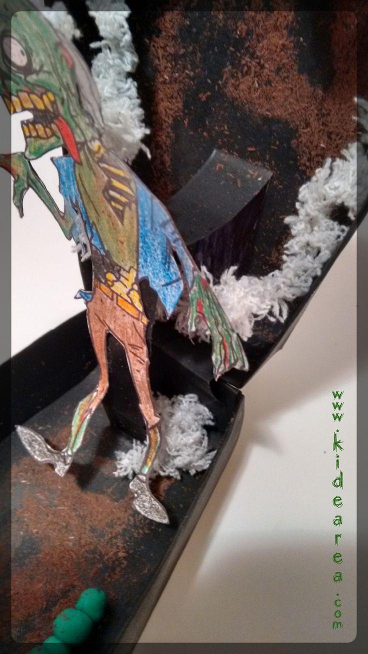 Ataúd con zombie Pop-Up.   Manualidades de Halloween, fáciles y para niños  http://www.kidearea.com/manualidades-infantiles-halloween-ataud-zombie/  #ataud #carton #cartulina #casket #coffin #colorear #craftsforchildren #craftsforkids #faciles #grave #halloween #manualidades #infantiles #paraniños #pop-up #tumba #zombie