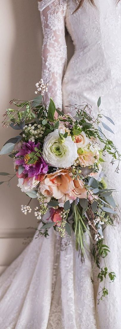 Very meadowy and wild cascading bouquet.                                                                                                                                                                                 More