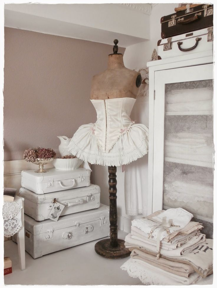Shabby and Charming: A romantic house shabby chic style belonging to ...