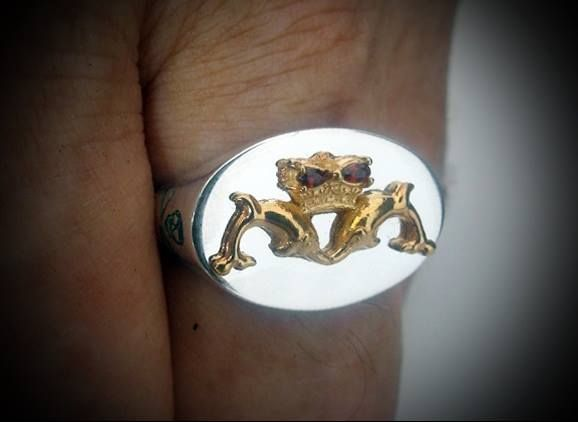 Royal Australian Navy Submariners Dolphin Jolly Roger Ring Gold Plated Dolphins and Jolly Roger Emblem on sides