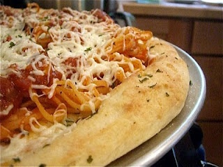 Garlic Bread & Spaghetti Pizza