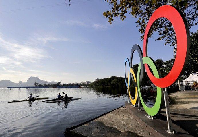 Lagoa Rodrigo de Freitas recebe canoagem nesta segunda (Foto: AP Photo/Matt…