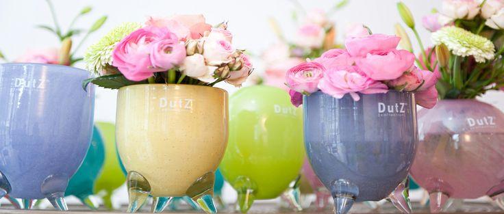 Haal de zomerse kleuren in huis met DutZ vaasjes, verkrijgbaar bij www.pieterszevenbergen.nl