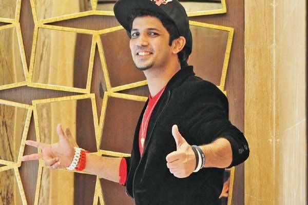 Mudassar Khan avoids unwanted female attention - The Times of India