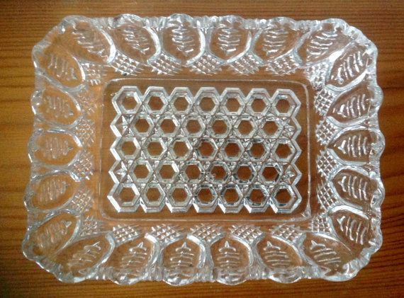 A lovely pressed glass rectangle dish, which could be used for nibbles or snacks, or equally as a trinket or jewellery tray. Dish measures 6 by 4.5 and is 1.5 tall. The base has a honeycomb pattern..the sides slope outwards slightly and resemble e a leaf pattern with wavy edges to the top. In very good vintage condition.  Please note: We are happy to post our vintage items anywhere in the world. As they would be sent tracked and signed for, we need an address to generate a postage quote. If…