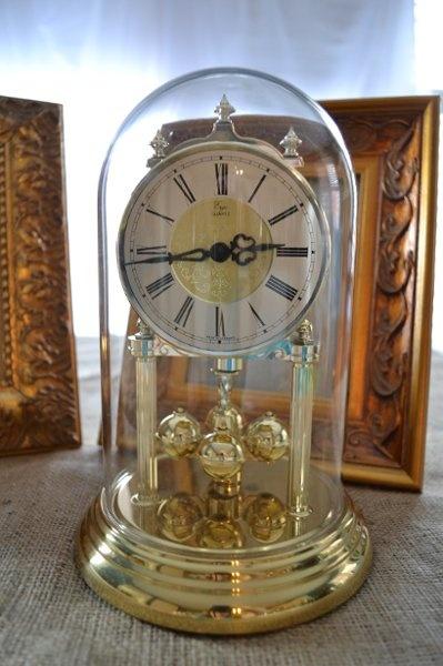 Anniversary clock...OMG my mom still has this!!