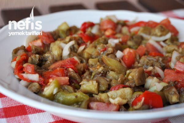 Közlenmiş Patlıcan Salatası Tarifi nasıl yapılır? 9.694 kişinin defterindeki bu tarifin resimli anlatımı ve deneyenlerin fotoğrafları burada. Yazar: Elif Atalar