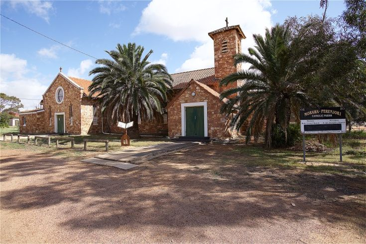 BA2741/109: Holy Cross Church, Morawa, 27 September 2014 http://purl.slwa.wa.gov.au/slwa_b4625306_1