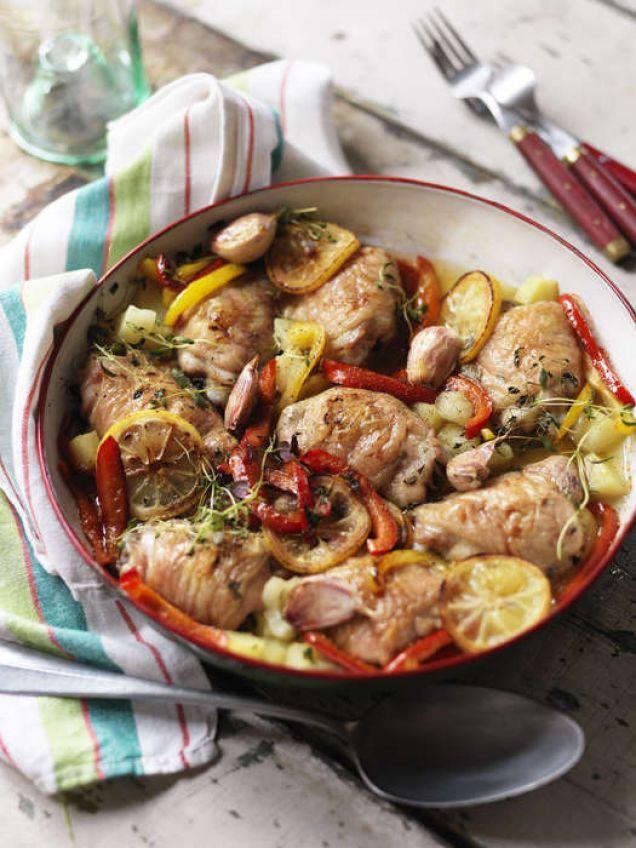 Ugnsbakad kyckling med potatis, paprika, citron och vitlök.