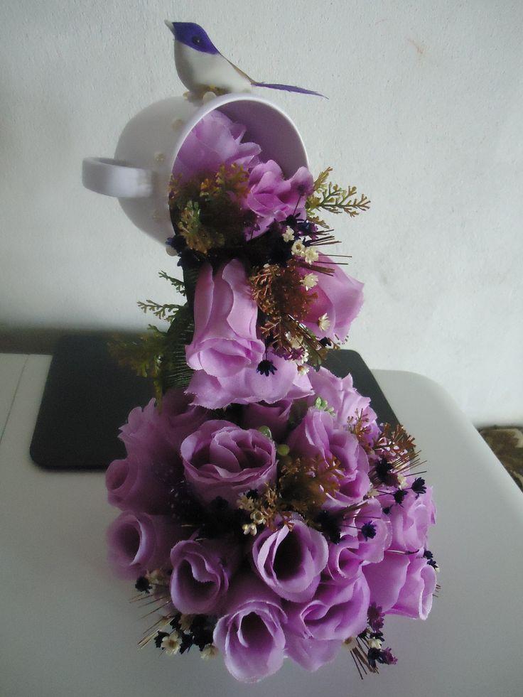Cascata de flores,R$ 45,00 para mais informações acesse: www.facebook/Giarts.com