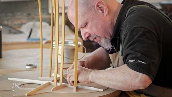 Leidenschaft Handwerk: Michael Greenfield beim Gitarrenbau zugeschaut