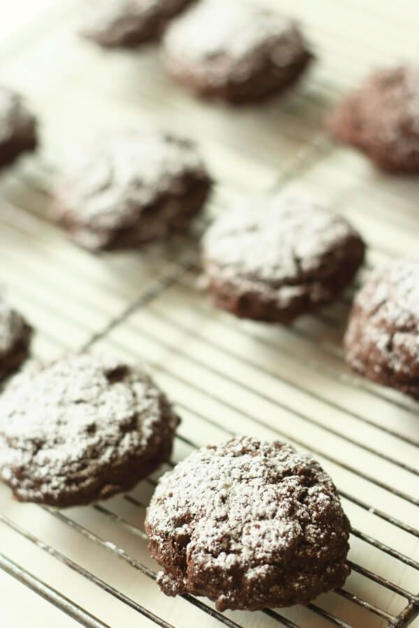These gluten free chocolate crinkle cookies are divine! With a ...
