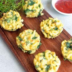 Macaroni apetizers: het recept is niet te vinden maar ik kan het al zo'n beetje raden: kaas en kruiden; in ingeolied lepeltje laten opstijven of gewoon in lepeltjes serveren?