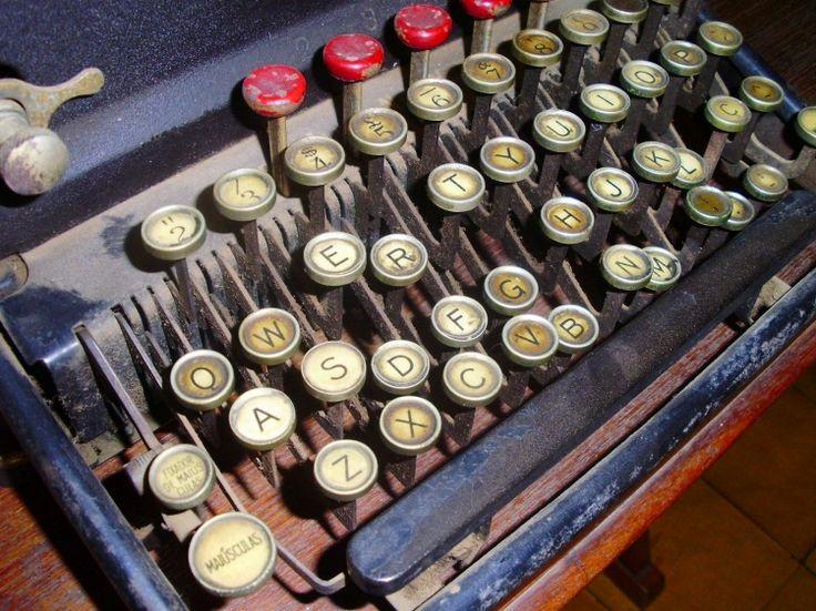Typewriter Remington 12 Cachaçaria Gerais de Minas, Piacatuba, Cataguases/MG http://olhares.uol.com.br/Rgoncalves43