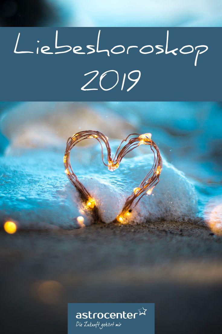 Was Ihnen die Liebe im Jahr 2019 bringt Wie heißt es so schön? Neues Jahr, neues Glück! Vielleicht auch in der Liebe? Werden Sie in 2019 endlich die große Liebe finden? Wird es zu Herzklopfen und Bettgeflüster kommen? Ema Fontayne und Ihr Team verraten Ihnen alle Geheimnisse über Ihr Liebesleben in 2019! #liebeshoroskop #liebe #parnterschat #sternzeichen #astrologie #2019 – Petra