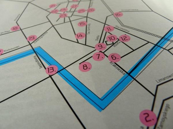 like this simple street-map by nina gregier