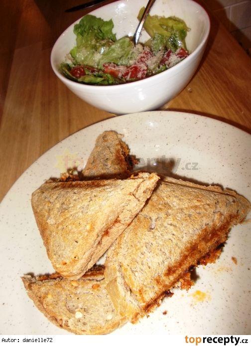 Boloňské toasty se salátem