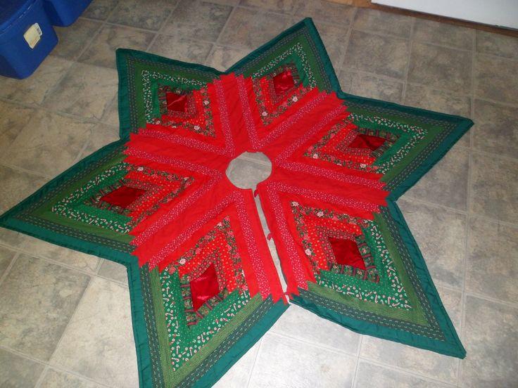 Tree skirt using diamond log cabin pattern Sewing & Quilting Pinterest Tree skirts, Log ...