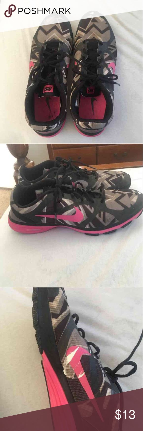 Men's Nike running shoes size 11.5 Men's Nike dual fusion training shoes for running size 11.5 they can still be used they do have some white paint in several spots i wasn't able to get off. Nike Shoes Athletic Shoes