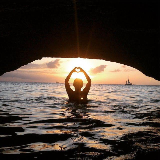 Sending some love from Aruba . #aruba #ilovearuba #amazing #atardecer #awesomespot #sunset #stunner #swimming #soblessed #sograteful #sobeautiful #snorkeling #sunsetlover #sunsetchaser #sunsetwatcher #gorgeous #grateful #goodvibes #love #lovesunsets #lovetraveling #wanderlust #laislaaruba #onehappyisland #prana #perfect #paradise #perfectnature (at En Las Isla De Aruba)