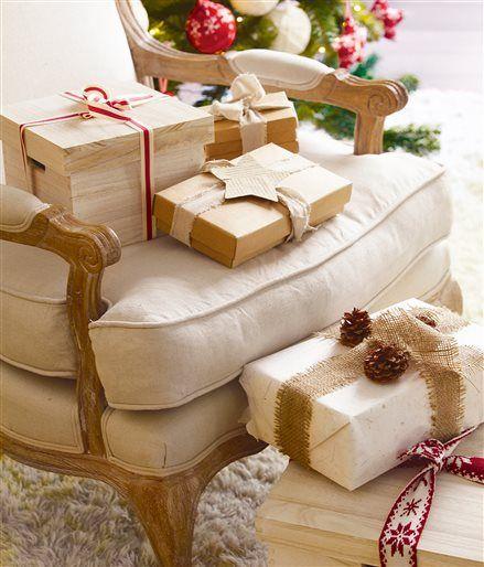 Detalle de butaca con regalos navideños: