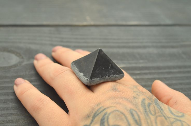 Shungite Pyramid Ring / adjustable / crystal gemstone mineral statement point edgy hardcore organic punk 5 5.5 6 6.5 7 7.5 8 8.5 9 9.5 by organicpunk on Etsy