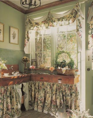 Potting room inside a house - i actually have a good room I could put to this purpose (part of enclosed garage - it's a thought - i do my winter gardening in there already! #potting #room #gardening ≈√