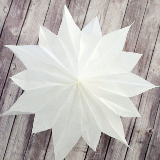 Giant stars made out of 7 paper bags. (in German)